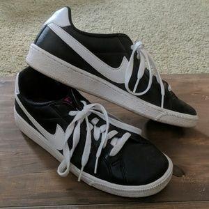 Nike Court Majestic Shoe